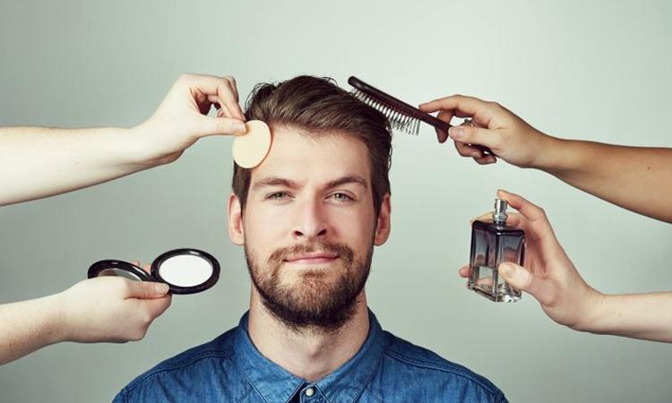 در حال اصلاح و آرایش داماد