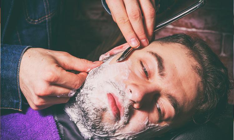 اصلاح صورت مردان با تیغ