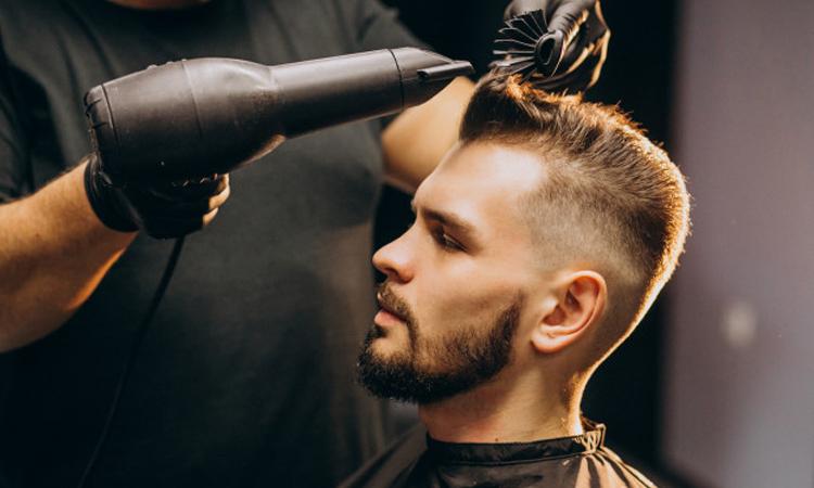 تصویری از ترمیم خط رویش مو در سالن مردانه