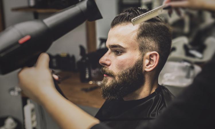 آموزش سشوار کشیدن در سالن آرایشگری مردانه